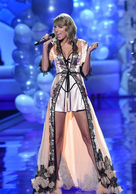 taylor swift london december taylor swift performs at victoria s secret fashion show in