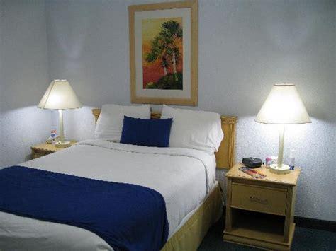 Sailport Waterfront Suites 1 Bedroom by Bedroom Small Bild Sailport Waterfront Suites