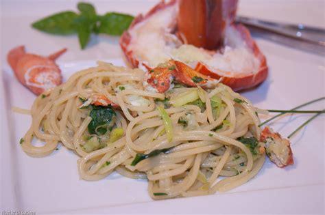 cucinare sugo spaghetti con astice al sugo bianco senza aglio e pomodoro