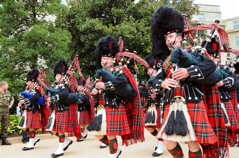04 massed pipes ad drums with highland dancers 2017 quebec city file us army 51777 pipes and drums jpg wikimedia commons