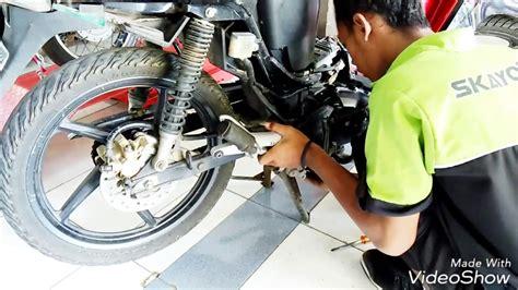 Switch Rem Belakang Supra X 125 membongkar disc brake belakang atau rem cakram supra x 125