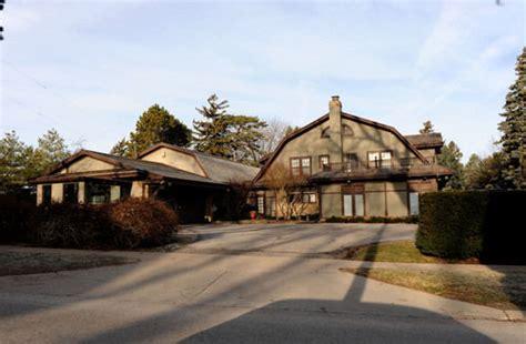 billionaire warren buffett s home is revealed and it s