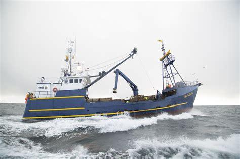 saga fishing boat captain controversial quot deadliest catch quot captain s heroic moment