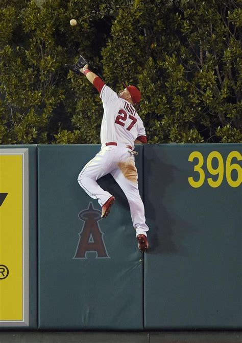 angels mike trout climbs wall to rob home run ny daily news