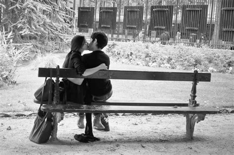 kissing bench kiss photo mystery