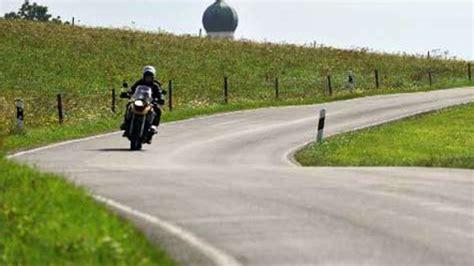 Unfall Motorrad Hessen by 16 J 228 Hriger Motorradfahrer Stirbt Nach Unfall In A 223 Lar