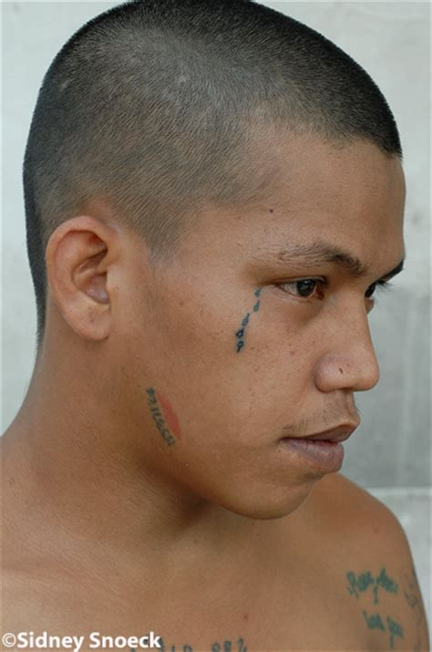 teardrop tattoo popular tattoo designs