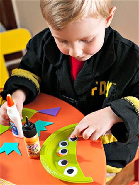 imagenes niños haciendo manualidades manualidades en preescolar ni 241 os de preescolar haciendo