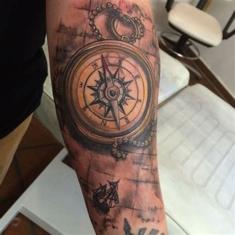 compass tattoo koordinaten mod 232 le tatouage plume epaule 356593 art pinterest