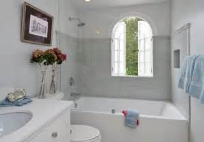 d 233 co salle de bain avec baignoire