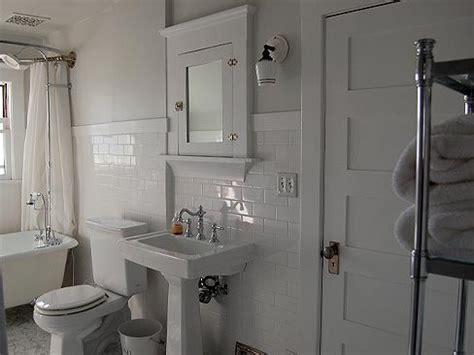 bungalow bathrooms best 25 bungalow bathroom ideas on pinterest craftsman
