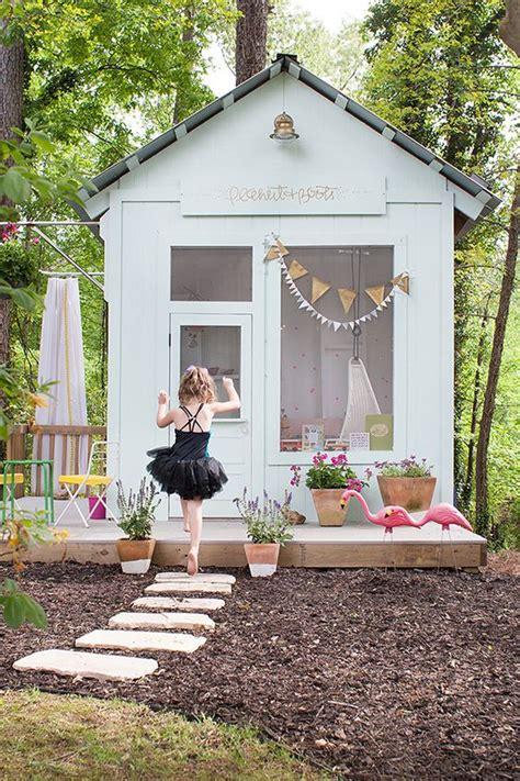 What S In Backyard by Cabane Pour Enfants De Jardin Am 233 Nagement Paysager De
