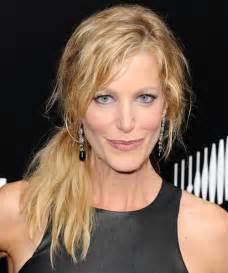 Anna gunn half up curly casual hairstyle thehairstyler com