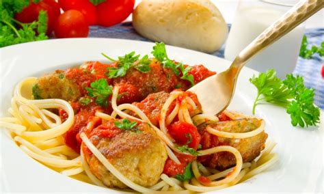 cuisiner des f钁es fraiches cuisiner une sauce savoureuse avec des tomates fra 238 ches