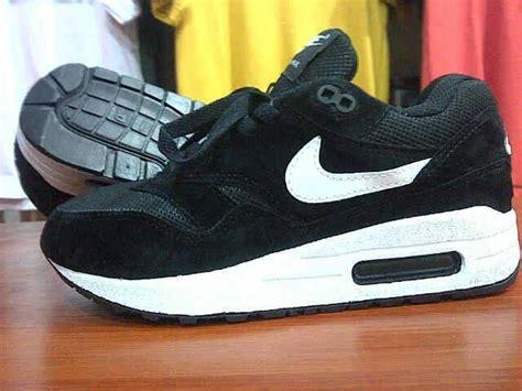 Sepatu Kickers Boots Gesper jual sepatu sport cewek nike airmax runing lari