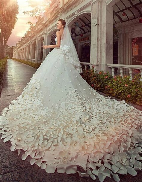 gorgeous wedding dresses sweetheart crystals cathedral