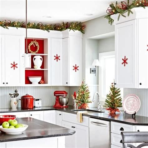 top of kitchen cabinet christmas decorating ideas 40 cozy christmas kitchen d 233 cor ideas digsdigs