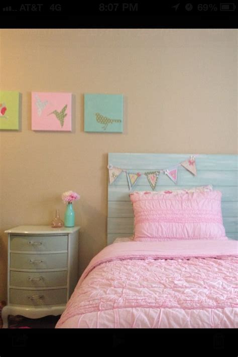 diy girls bed my diy girls room headboard artwork nightstand and banner