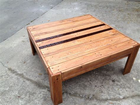 upcycled coffee table from pallet wood stained with