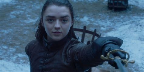 of thrones reaction to maisie williams epic knife skills screen rant