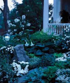 how to design a moon garden come flowers