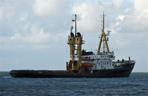 salvage boat work salvage tug oceanic tugs pinterest tug boats ocean