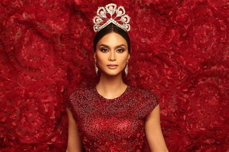 Black Wears Miss Crown 2 by Look Pia Wurtzbach Wears Iconic Mikimoto Crown Abs Cbn News