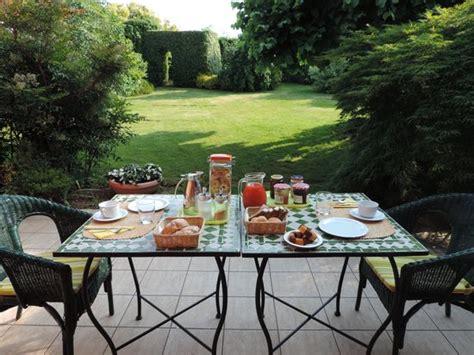 colazione in giardino colazione in giardino foto di b b la collina varese