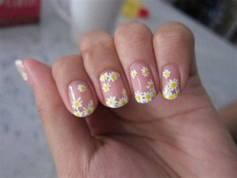 daisy pattern nails 437 best spring and summer nails images on pinterest