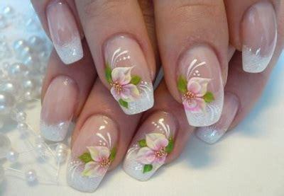 fiore sulle unghie decorazione unghie fashioniamoci