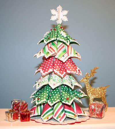 hacer arbol de navidad con papeles de regalo especial de