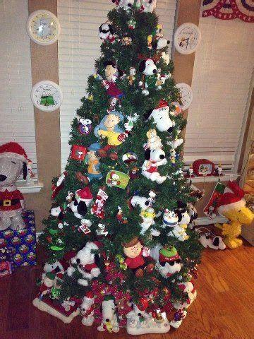 snoopy christmas tree peanuts christmas tree snoopy christmas peanuts christmas