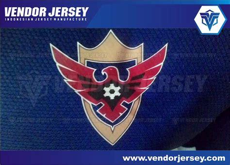 membuat logo futsal pemasangan logo dalam pembuatan jersey vendor jersey