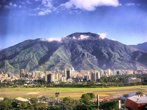 imagenes venezuela hd caracas venezuela cerro el 193 vila y pista del aeropuerto