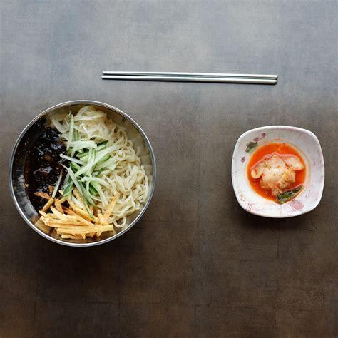 menu  mujigae jajangmyeon makan sampai kenyang