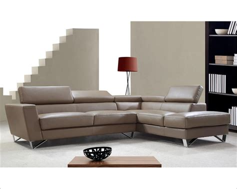 Modern Style Leather Sofa Modern Style Sectional Sofa In White Or Beige Leather 44l6049
