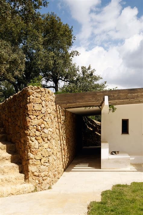sierra nevada house roz barr s pool house in the sierra nevada is surrounded by stone walls and olive