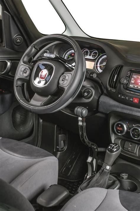auto con comandi al volante per disabili comandi per guida disabili acceleratore a cerchiello e