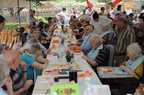 casa di riposo cerea successo della cena d estate a revello allestita nel parco