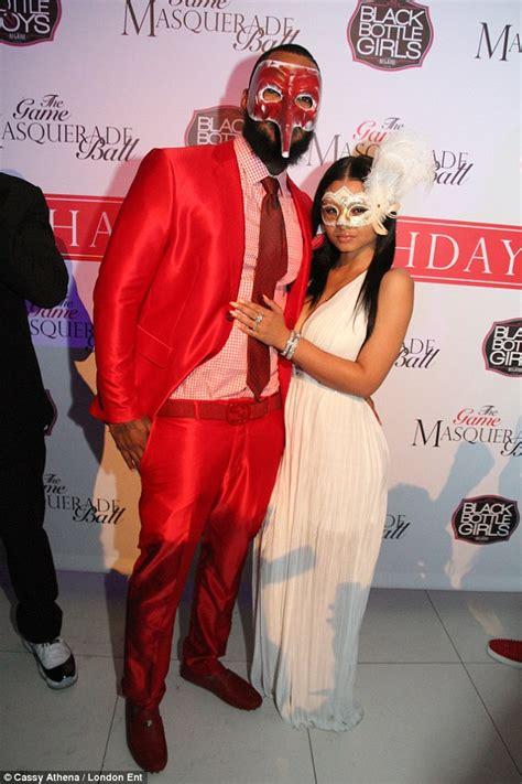 Uq Gamis Nindi 2 khloe s family urge to dump boyfriend
