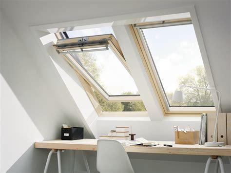 libreria tecnica velux finestra da tetto a bilico in pino ggl velux velux