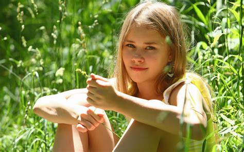 little illegal nymphs download wallpaper look light nature pose blonde girl
