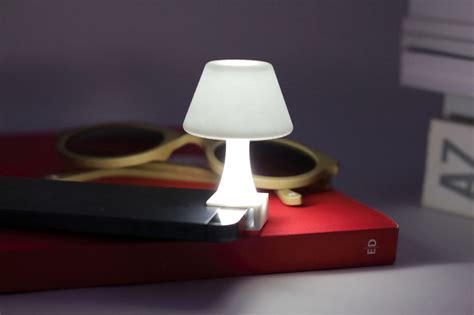 lights with iphone turn your iphone into a mini l design
