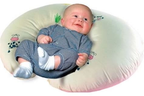 Bantal Untuk Menyusui Bayi awas penggunaan bantal yang salah sebabkan kematian bayi