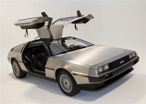 lada cinematografica delorean dmc 12