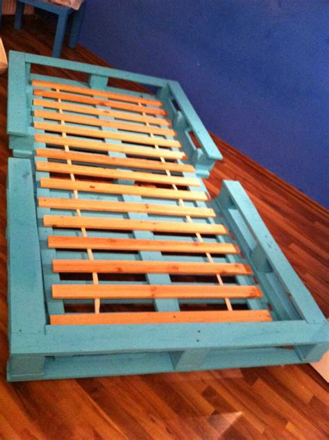 How To Build A Single Bed Frame Pallet Bed Single Bed Made From Pallets Pallet Furniture Pallet Furniture