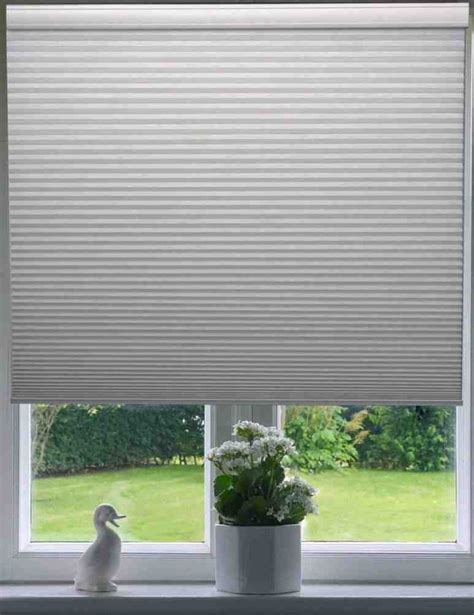 best type of blinds for bathrooms 25 best ideas about honeycomb blinds on pinterest types