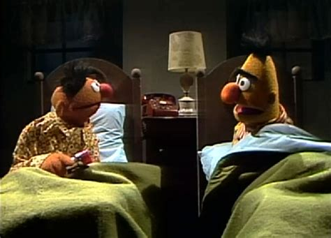bert and ernie in bed episodio 102 as brincadeiras do ferr 227 o muppet wiki