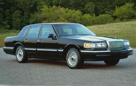 lincoln town car 1995 lincoln town car information and photos zombiedrive