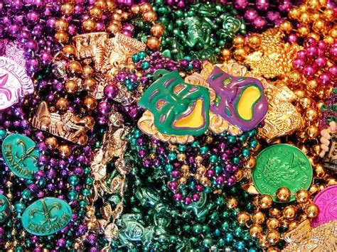 throwing at mardi gras 10 things you need to about mardi gras in new orleans